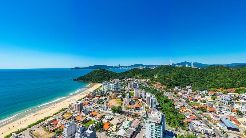 Conheça um pouco da história da Praia Brava, em Itajaí